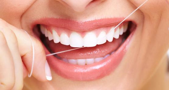 Защо да използваме интердентални четки и конци за зъби?